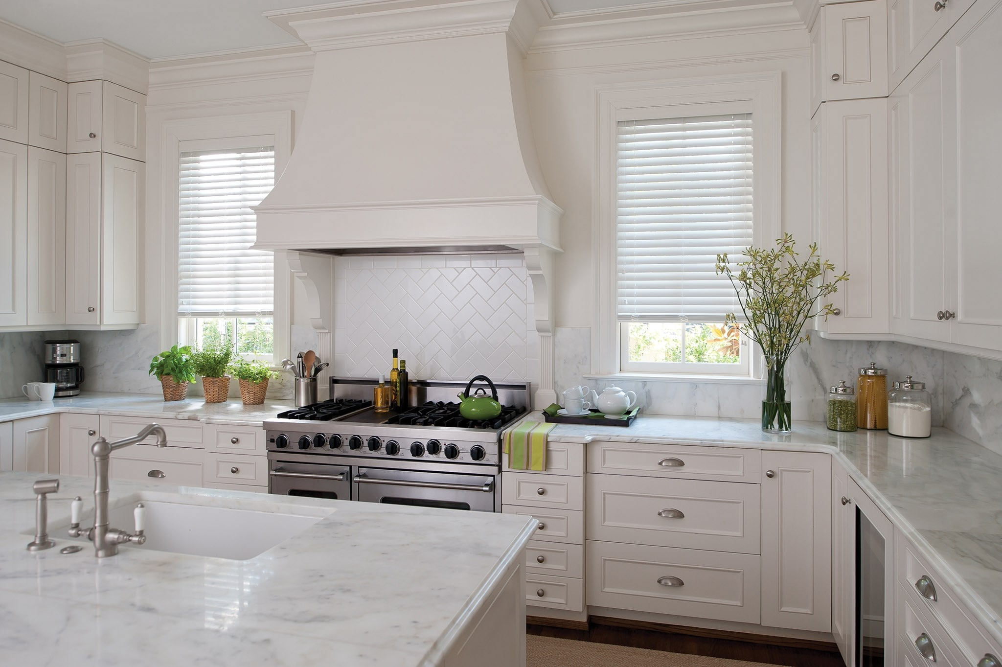 LVC_FauxWood_Classic_2in_White_Kitchen.jpg