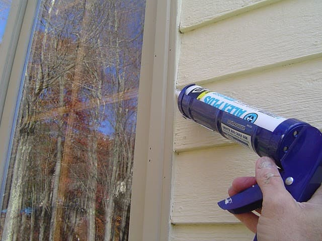 How to winterize your home for a cozier winter the finishing touch for Best exterior caulk for windows
