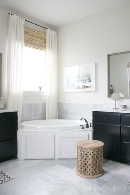 drapes behind tub